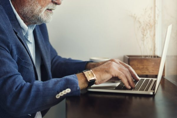 7 Questions Seniors Should Ask About Working Online